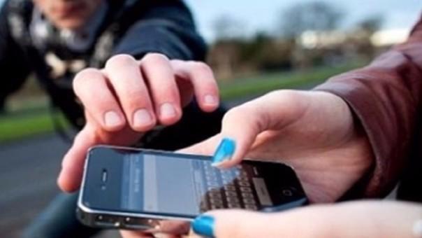 Condena por robar celular a adolescente.