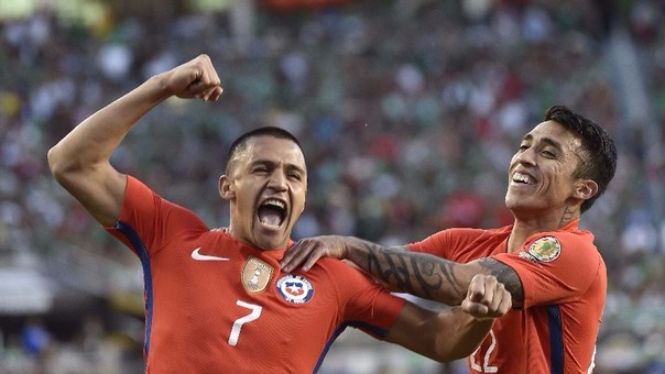 Alexis Sánchez le dio a la Selección Chilena su primera Copa América en su historia. Al año siguiente, ganó la segunda siendo elegido el mejor jugador del torneo.