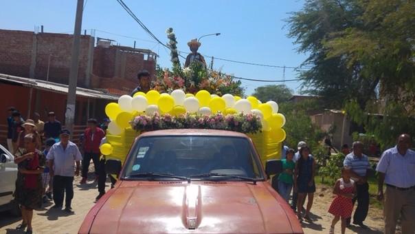 diversos fieles católicos acompañaron en procesión a la sagrada imagen