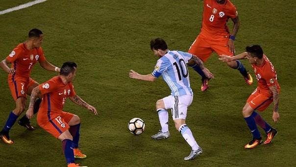 Esta foto se hizo viral porque revela cómo fue marcado Lionel Messi ante Chile en la final de la última Copa América.