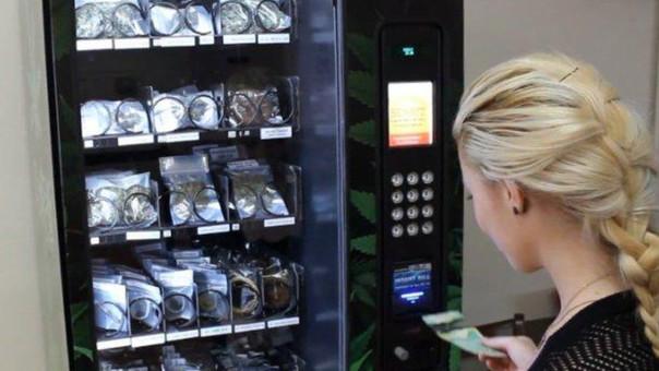 Jamaica planea instalar quioscos para vender marihuana en aeropuertos