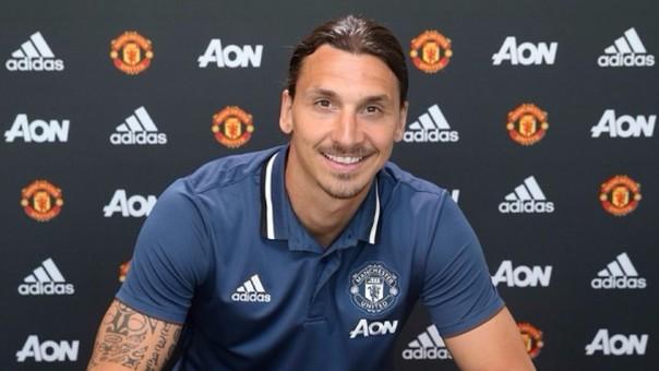 Ibrahimovic fue presentado como nuevo jugador del Manchester United.