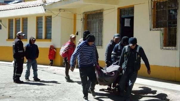 Sus compañeros lo llevaron a centro de salud, pero no resistió lesiones.