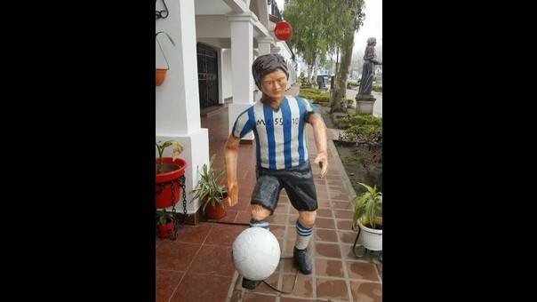 La escultura de Lionel Messi ha desatado divertidos comentarios en las redes sociales.