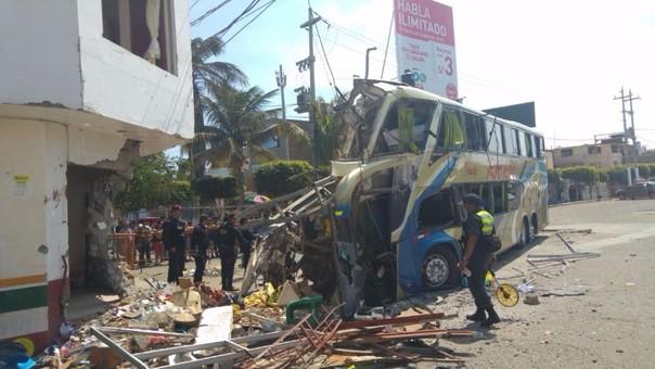 Pacasmayo: cinco muertos deja choque de ómnibus contra vivienda