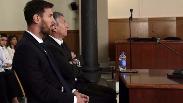 Lionel Messi y su padre Jorge en el juicio al que acudió poco antes de ir a la Copa América Centenario
