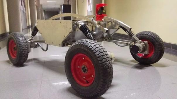 El robot de la UNI contiene un sensor láser de mapeo,  sensores de gases y de comunicación, con el fin de detectarlos y mandar de manera inalámbrica la información.
