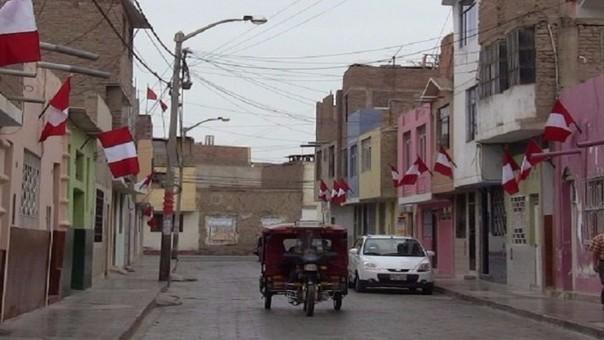 Advierten multas por no colocar banderas en este mes patrio