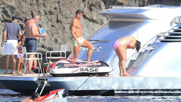 Cristiano Ronaldo tiene un yate de lujo y presume de ello cerca a las Islas Pitiusas.