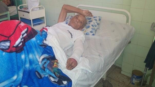 Abandonan a anciano en hospital de Chiclayo