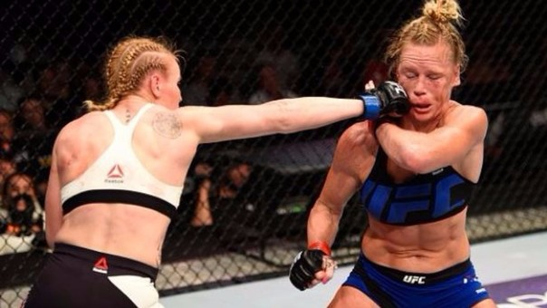 Tras su victoria ante Holly Holm, Valentina Shevchenko pidió una oportunidad por el título de la UFC peso gallo femenino ante la brasileña Amada Nunes.