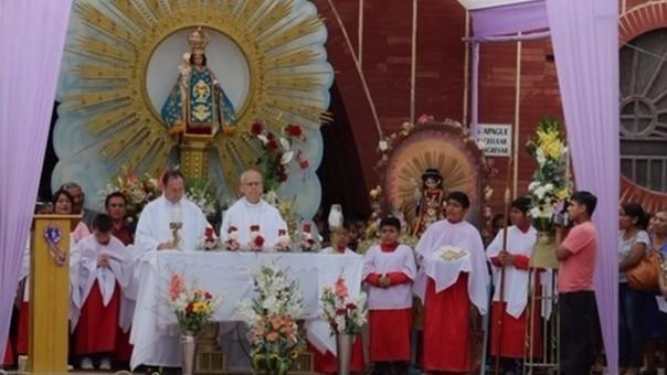 Obispo en Misa