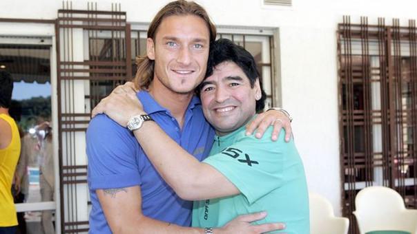 Francesco Totti es íntimo amigo de Diego Armando Maradona