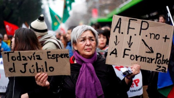 El actual sistema de pensiones opera como una cuenta de ahorro forzoso, en la que los empleados aportan a las AFP el 10% de sus sueldos.