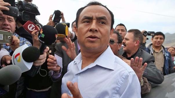 Gregorio Santos declara a la prensa tras salir de prisión.