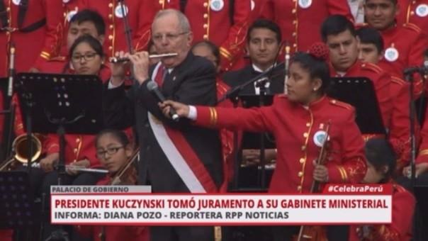 PPK tocó el flautín con niños de la Sinfónica de Manchay