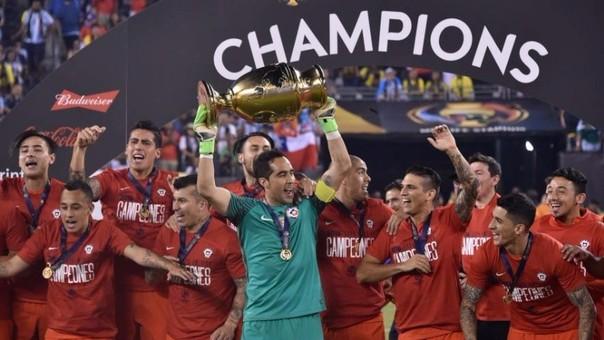 La Selección Chilena ganó la Copa América Centenario tras 4 victorias, una derrota (ante Argentina en fase de grupos) y un empate (ante Argentina en la final).