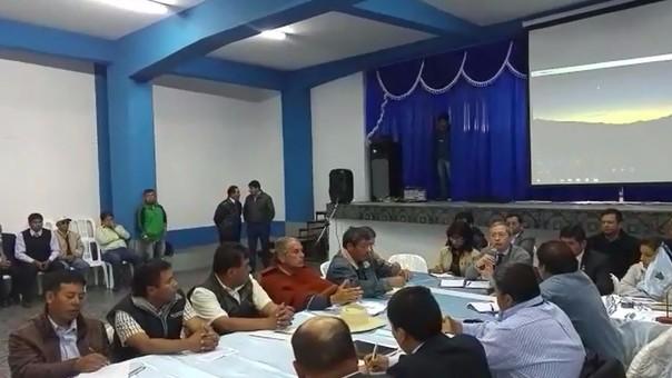 Mesa de diálogo en Urubamba.