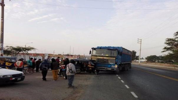 Choque entre mototaxi y camión en el distrito de Reque