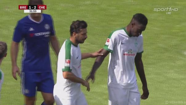 Claudio Pizarro anotó su primer gol con Werder Bremen en esta temporada.
