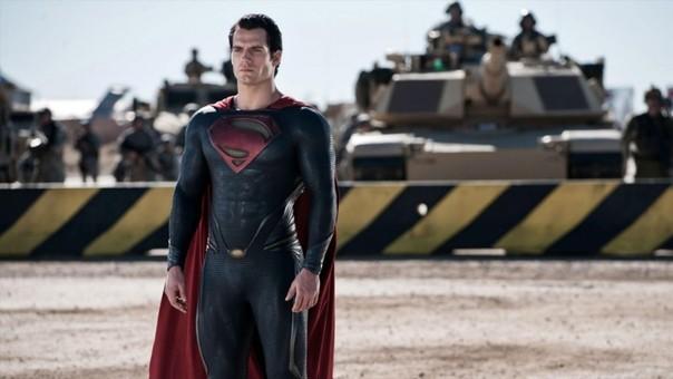 Superman, interpretado por Henry Cavill