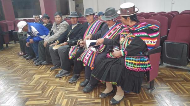 Tenientes gobernadores fueron al Gobierno Regional de Puno.