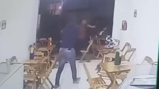 Asaltan a un policía y este los abatió a balazos