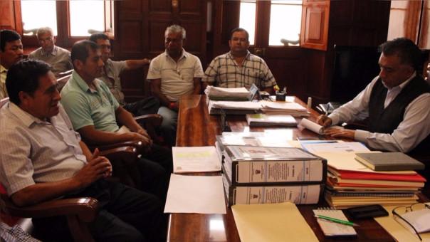 Reunión entre alcalde y obreros
