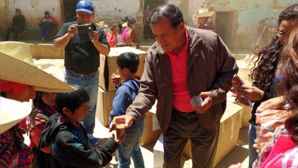 Entregan desayunos a niños de la zona andina