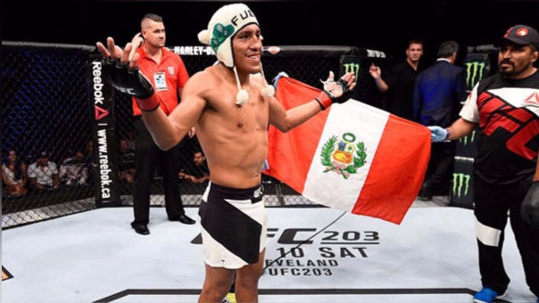 En el mismo evento, el peleador peruano Enrique Barzola fue derrotado por Kyle Bochniak (EE.UU.) en su pelea estreno en la UFC después de 3 asaltos sobre el octágono.