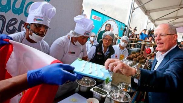 PPK visitó Mistura en su inauguración y degustó diferentes potajes marinos y pidió conservar las especies.