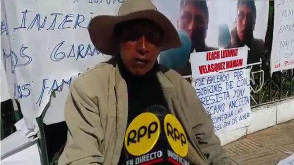 Leandro Velásquez Catari pide justicia para su joven hijo.