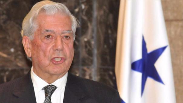 "Vargas Llosa resta importancia a protagonismo en la ""prensa rosa"""