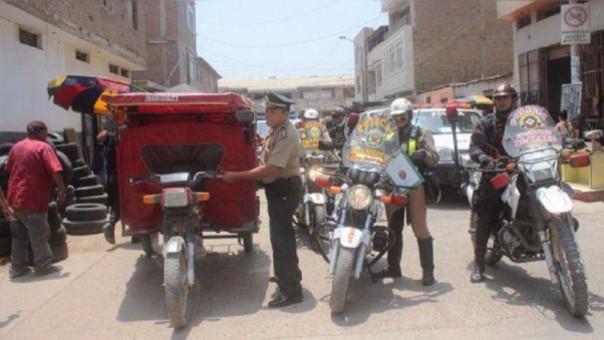 Mototaxis informales en la ciudad de Chiclayo