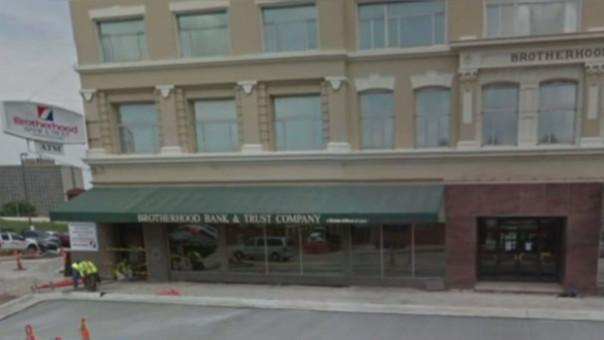 El hombre de 70 años se acercó a esta agencia bancaria de Kansas City.