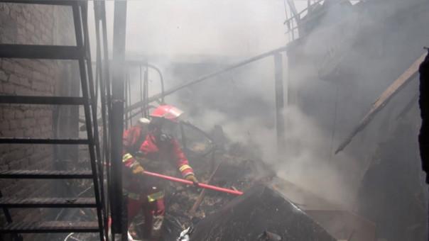 Bomberos trabajaron por más de tres horas para sofocar el fuego