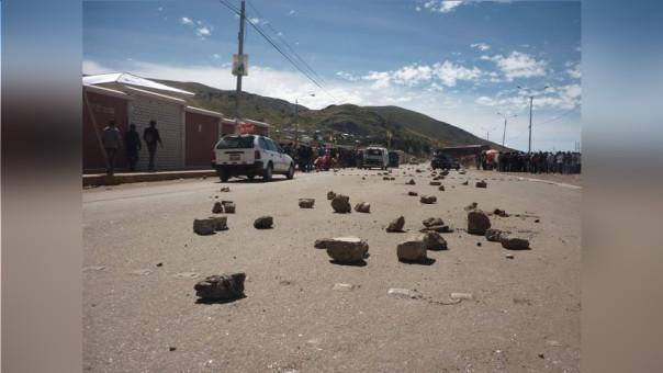 Bloquearon con piedras la carretera de acceso a la provincia de Oyón