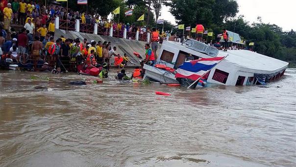 La embarcación naufragó y hay 15 personas muertas.