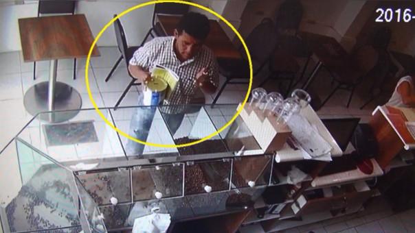Instantes del robo en cafetería