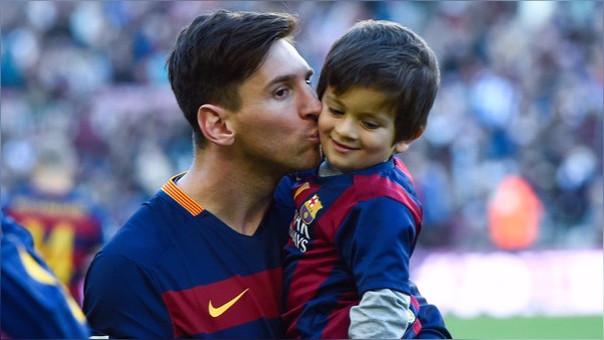 Lionel Messi y su hijo Thiago.  dee502512a853