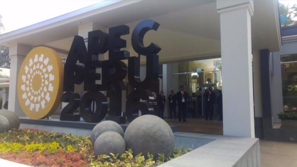 Un fuerte contingente policial custodia los exteriores del hotel en donde se desarrolla cumbre APEC 2016