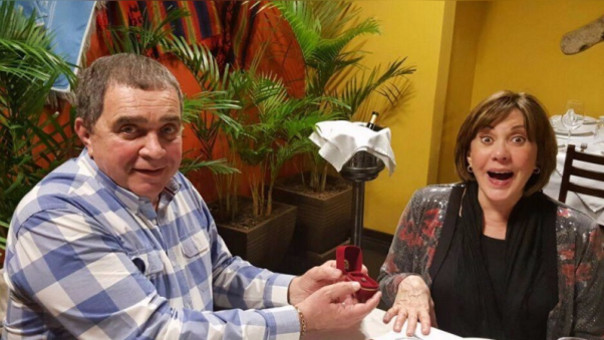 Marcelo Oxenford pidió boda a Yvonne Frayssinet