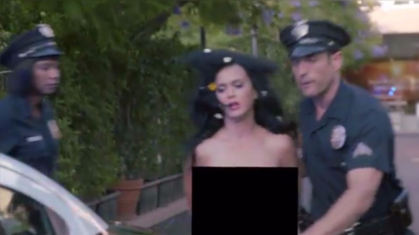 Katy Perry se desnuda para incentivar a votantes en EEUU