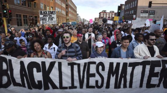El movimiento 'Black Lives Matter', con diversos protestas en Estados Unidos, busca defender a los afroamericanos del racismo y la violencia policial.