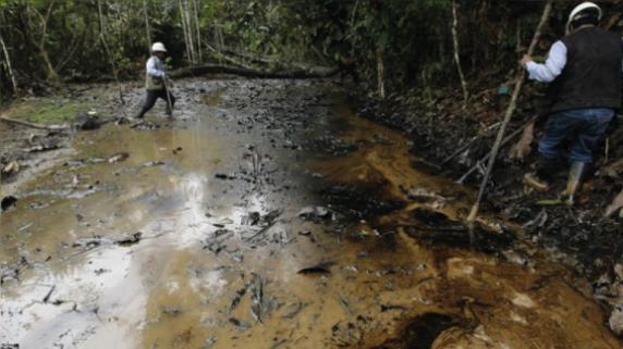El derrame de petróleo es una constante en los ríos amazónicos, en especial el Lote 192, concesión en donde no se aplicó la consulta previa, pero actualmente ya tiene acuerdos logrados.