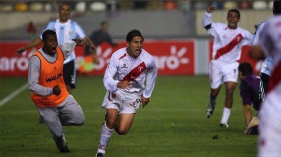 Johan Fano anotó el empate ante los 'Albicelestes' por las Eliminatorias Sudáfrica 2010.