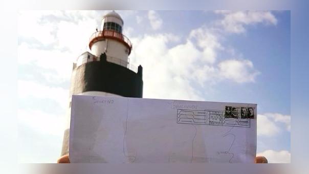 La carta y el faro de Hook. Finalmente la carta del turista llegó a su destino.