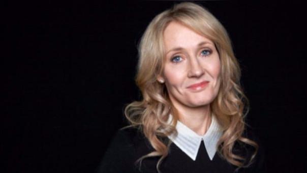 J.K. Rowling escribió que el candidato republicano tiene como argumentos solo palabras y no hechos.