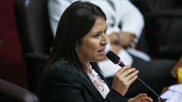 Una de las congresistas opositoras a esta norma es Yeni Vilcatoma, quien renunció hace unas semanas a la bancada fujimorista.