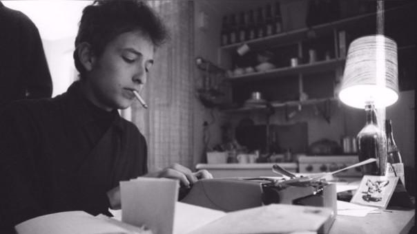 La música de Dylan, en sus diversas estapas, siempre ha estado acompañado de letras de gran nivel.